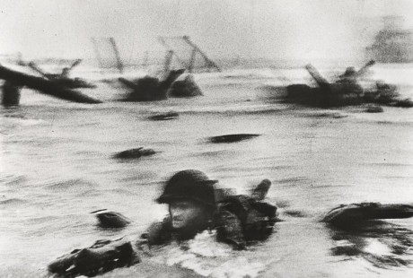 robert capa-war-photographer-d-day-landings-omaha-beach-normandy daniel blau